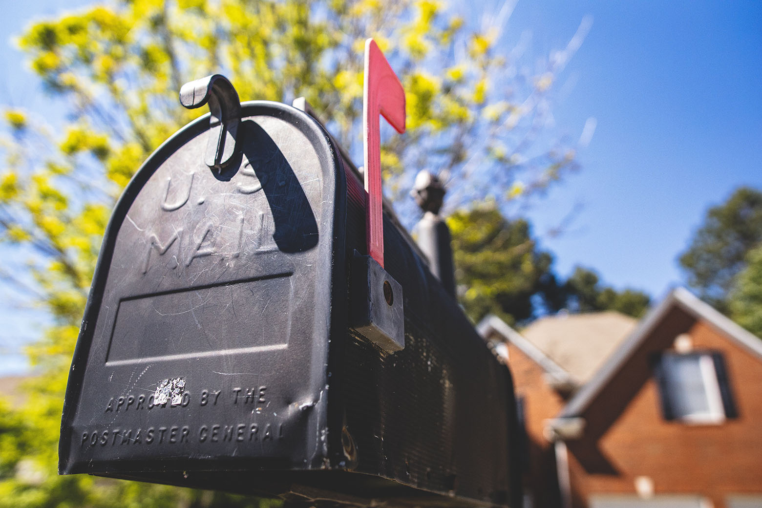mailbox with the outgoing mail marker up